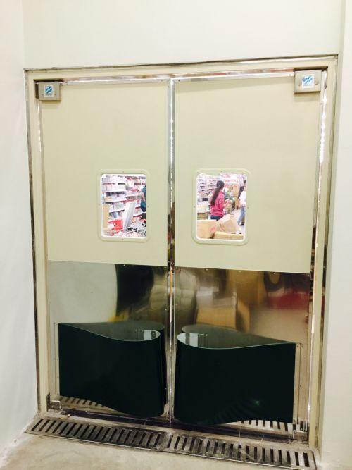 Cửa lật tự động (Swing door)